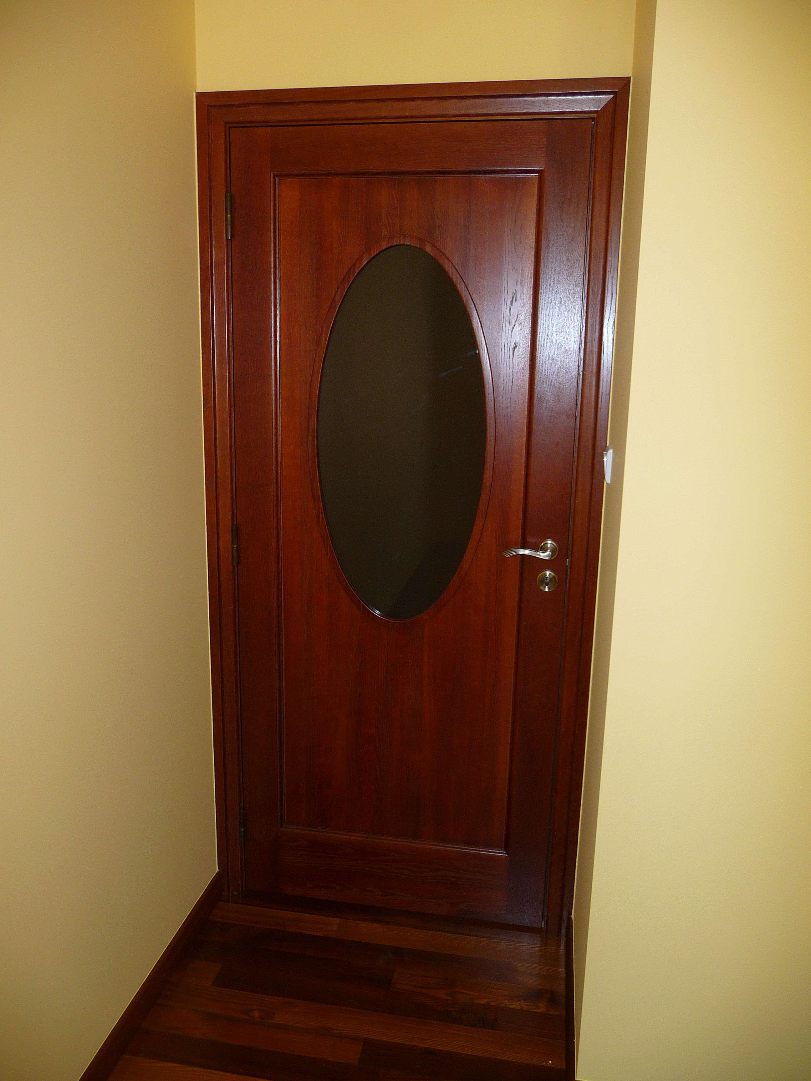 Drzwi wewnętrzne, drewniane z eliptycznym przeszkleniem