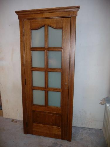 Drzwi wewnętrzne drewniane z gzymsem