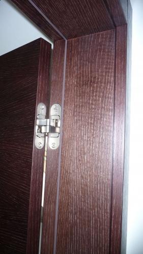 Zawiasy niewidoczne w drzwiach wewnętrznych