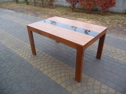 Stół - rozsuwany na środku